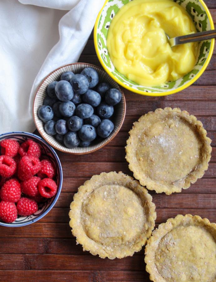 Crostatine con crema pasticcera e frutta fresca